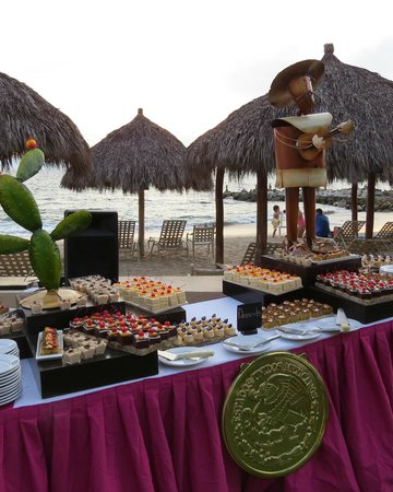 Club Regina Puerto Vallarta : wonderful outdoor buffet dinner