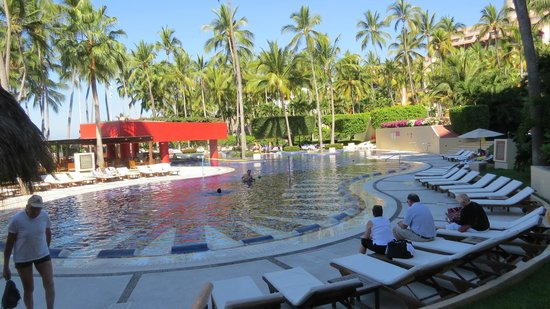 Club Regina Puerto Vallarta: pool, outdoor restaurant