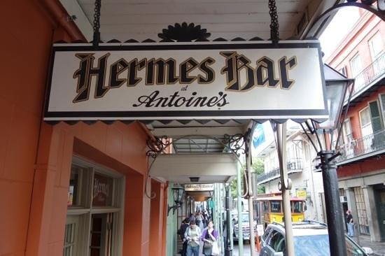 Hermes Bar: outside
