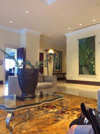 San Juan Marriott Resort & Stellaris Casino: Beautiful lobby lounge