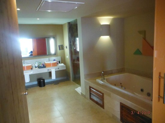 indoor Jacuzzi Tub - Picture of Breathless Punta Cana Resort & Spa ...