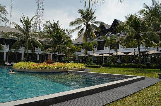 Shinta Mani Resort: View of hotel & pool