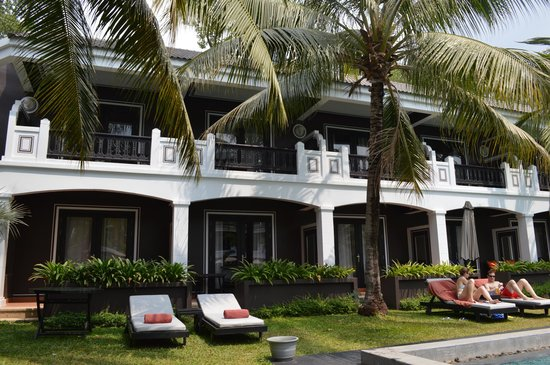 Shinta Mani Resort: view from grounds of the hotel