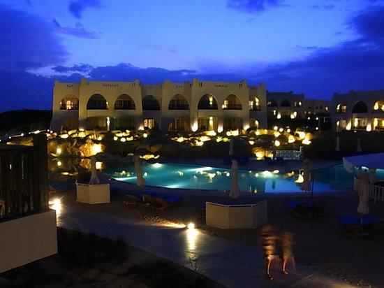 Hilton Marsa Alam Nubian Resort : 部屋の前の夜景