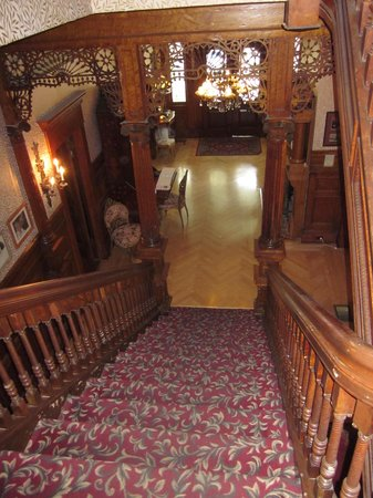 Amsterdam's Curry Mansion Inn: Foyer front top of the stairs