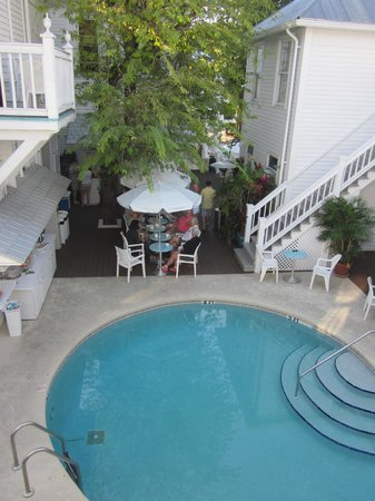 Amsterdam's Curry Mansion Inn : Breakfast by the pool