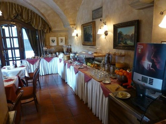 Hotel Pod Vezi: Breakfast buffet