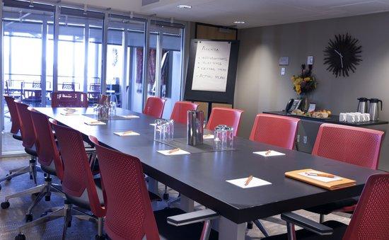 Hotel Alma at the University of Calgary : Hotel Alma Meeting Room