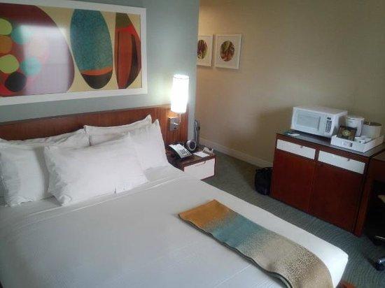 Shoreline Hotel Waikiki : room