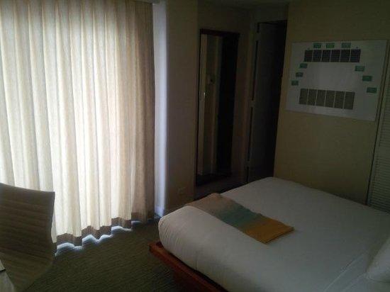 Shoreline Hotel Waikiki: room