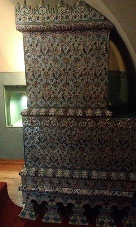 Chambers of The Romanov Boyars: Камин в комнате старших сыновей