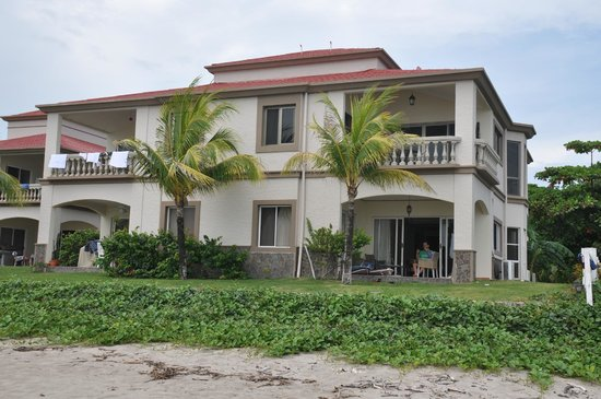 Hacienda Iguana: Olhando da praia
