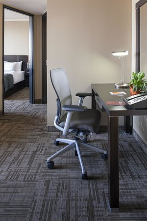 Hotel Alma at the University of Calgary : One Bedroom Suite