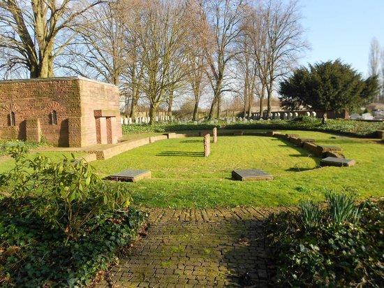 Deutscher Soldatenfriedhof Haubourdin : Vers l'arrière du cimetière