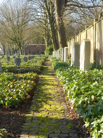 Deutscher Soldatenfriedhof Haubourdin : Anciens monuments