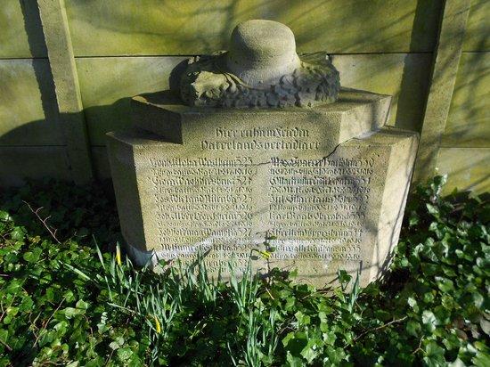 Deutscher Soldatenfriedhof Haubourdin : Ancien monument