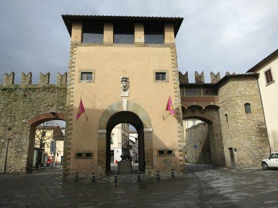 Piazza Grande: Arezzo - Porta San Lorentino