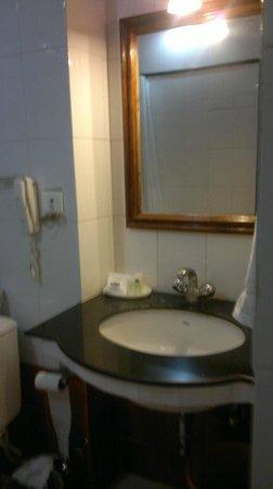 Hotel Master Paradise: BAÑO