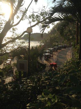 Las Brisas Ixtapa : View of the tables at La Brisa II