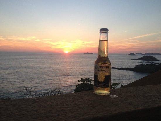 Las Brisas Ixtapa: Looks like this every evening... great sunsets
