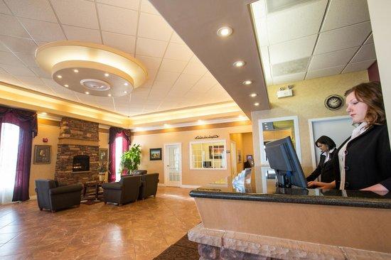 Chateau Regina Hotel & Suites: Lobby Area