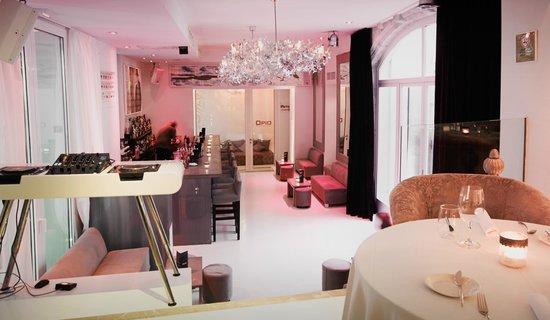 Opio Bar & Restaurant : Bar view