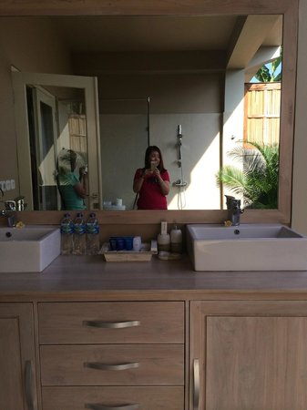 The Lovina: Our open bathroom