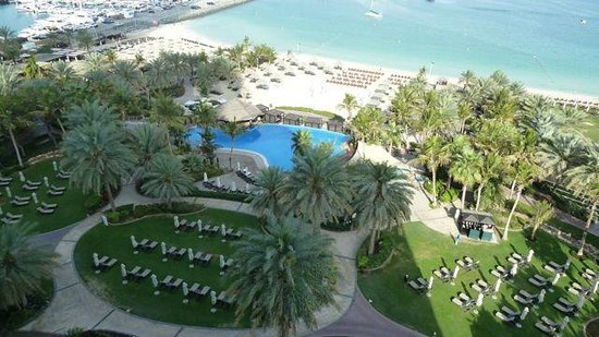 Le Meridien Mina Seyahi Beach Resort and Marina: Hotel Pool and Private Beech