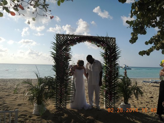 Grand Pineapple Beach Negril: The Henrys!!