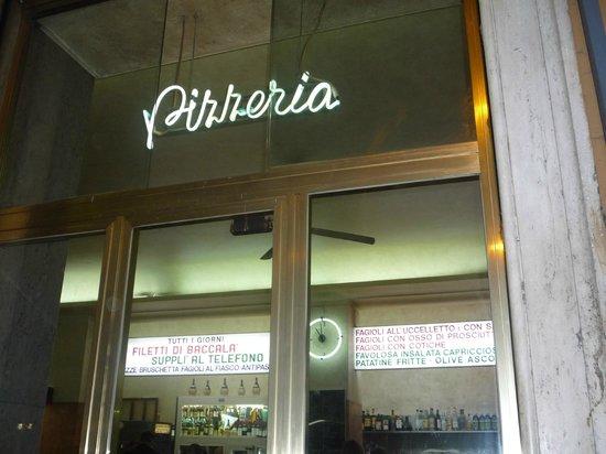 ... in bella scritta - Foto di Pizzeria Ai Marmi, Roma - TripAdvisor