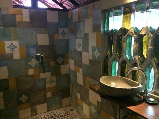 Omah Apik : Creative bathroom design