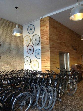 Valencia Bikes: La sede donde se contrata el bike tour, en el Paseo de la Pechina