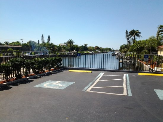 Casa Loma Motel on the Waterfront: canal view