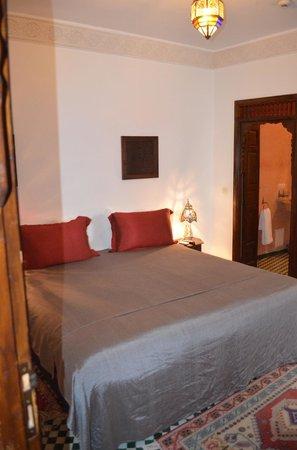 Dar Fes Medina: Huge Bed