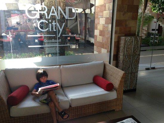 Grand City Hotel: MEZZANINE DEL HOTEL