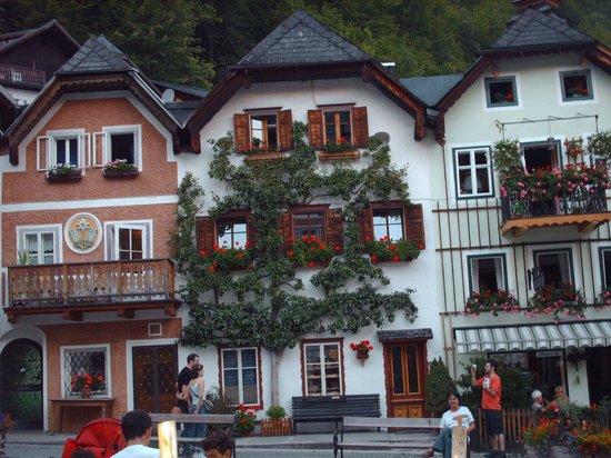 Pension Hallberg: Bellas fachadas ornamentadas con flores