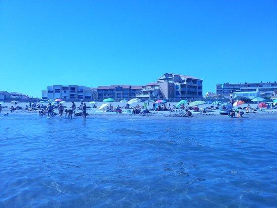 Alizéa Beach : les pieds dans l'eau