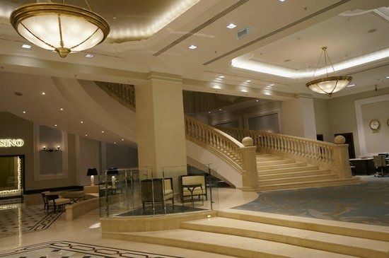 Grand staircase in the lobby picture of jw marriott for Grand designs hotel