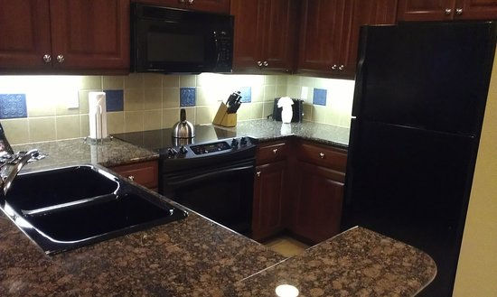 Hilton Grand Vacations at Tuscany Village: kitchen of one bedroom suite