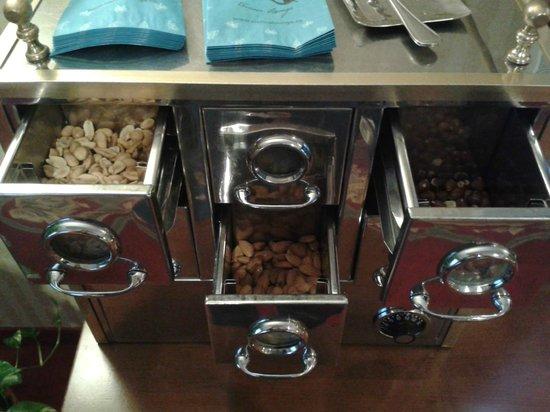 JW Marriott Bucharest Grand Hotel : Hot nuts.