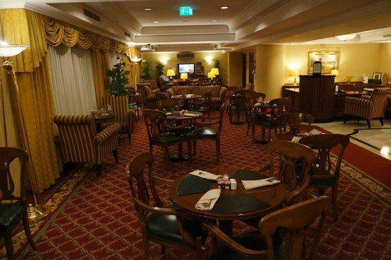 JW Marriott Bucharest Grand Hotel : Executive lounge.