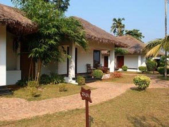 Deshadan Backwater Resort: the cottages