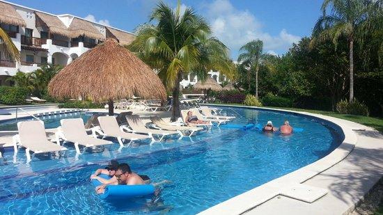 valentin imperial maya lazy river