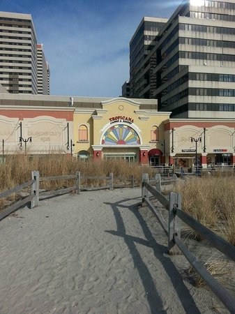 Tropicana Atlantic City: Outside