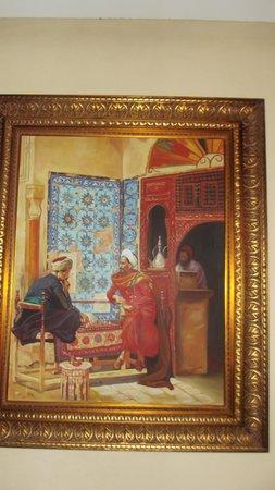 Helnan Chellah Morocco : Quandro com motivos árabes e antigos
