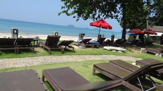 Bhumiyama Beach Resort: Зона отдыха