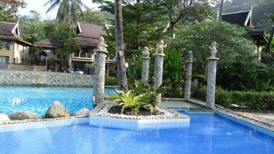 Bhumiyama Beach Resort: Бассейн
