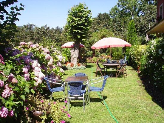 Hotel Rural El Torrejon: Un maravilloso jardin cuidado al detalle...