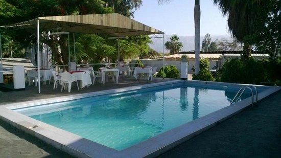 Hotel La Maison Suisse: La piscina