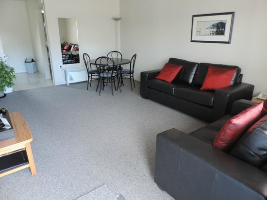 Gables Motor Lodge : Two Bedroom Unit - New leather lounge suites